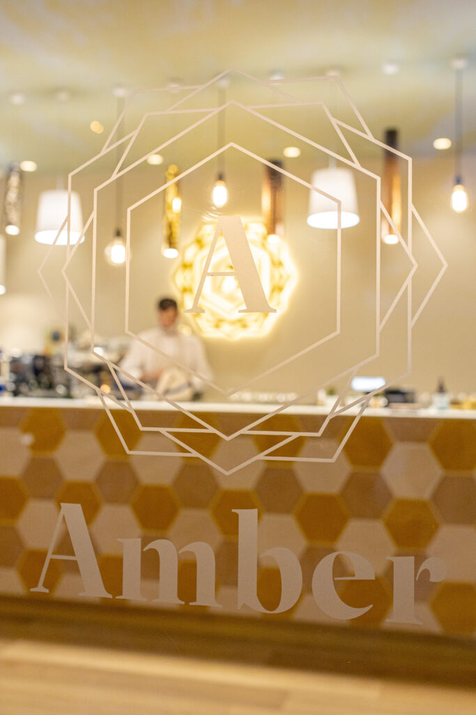 Amber: Cafe-Lounge-Fitness 1